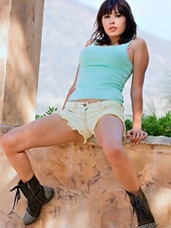 Vynessa Orchid slips off her yellow short shorts
