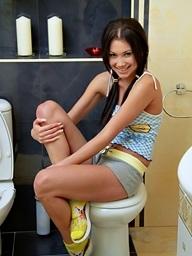 Camila turns her bath into a sexy masturbation show