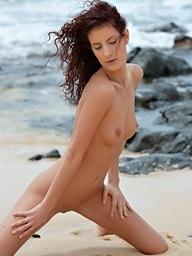 Lengthy legged skinny babe Leanna Sweet posing nude..