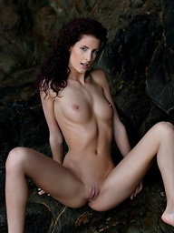 Redhead skiny chick Leanna posing undressed for us in..