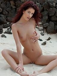 Unshaved redhead Leanna..