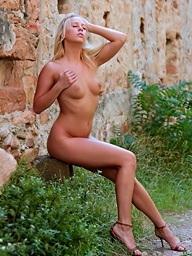 Hawt blonde babe Carla..